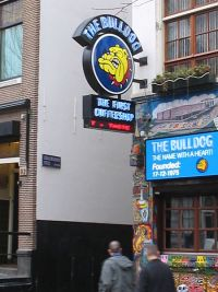 The Bulldog: Jetzt auch mit hauseigenem Energydrink zum Feierabendjoint Foto: M.M.Minderhoud/Wikimedia Commons