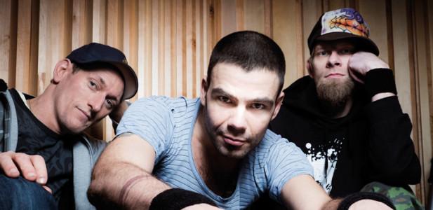 ohrbooten-band-musik-berlin-gruppe-team-tisch