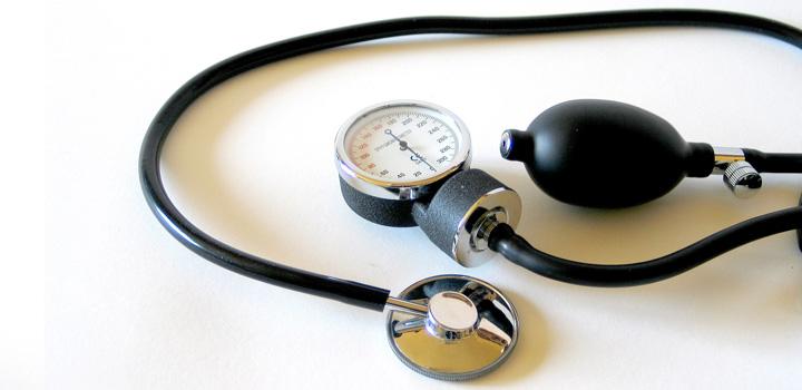 doktor-arzt-stethoskop-blutdruckmesser-medizin