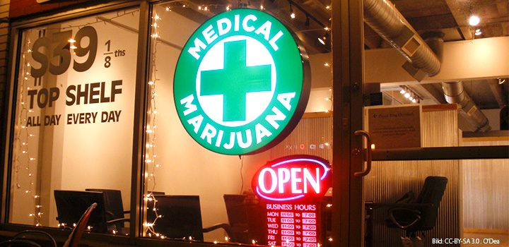 titel-märz-hanfjournal-medical-cannabis-dispensary-open-leutschild-reklame-abgabestelle-coffeshop-open-laden-geschäft-front