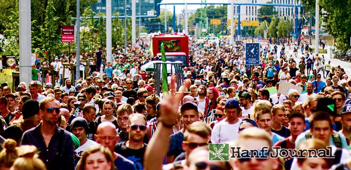 hanfparade-demo-demozug-menschen-menschenmasse-parade