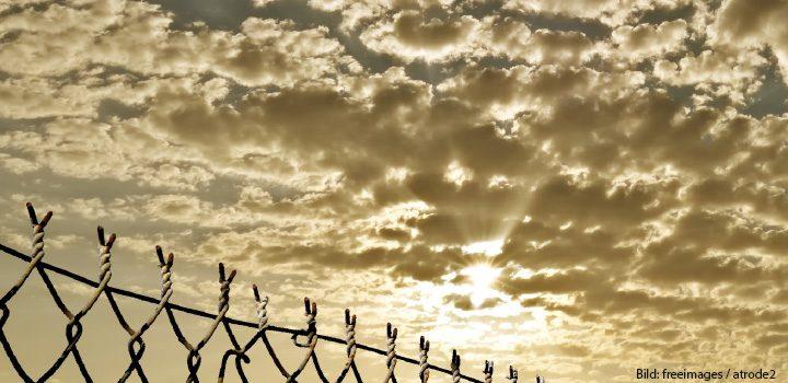 kasten-knast-zaun-himmel-fence-freeimages-atrode2