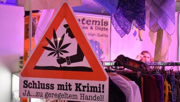 warnschild-schild-polizei-achtung-verkehr-drogen-handel-kriminalisierung