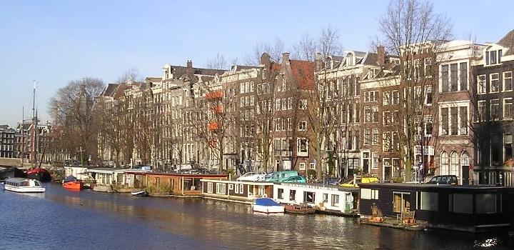 amsterdam-gracht-schiffe-wasser-niederelande-holland